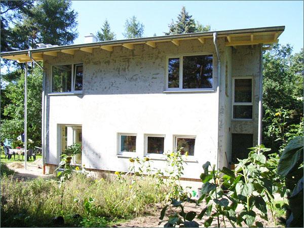 einfamilienhaus mit versetztem pultdach. Black Bedroom Furniture Sets. Home Design Ideas